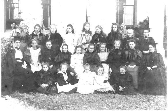 1895 Pupils & Staff